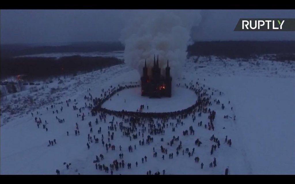 В Калужской области в честь Масленицы сожгли макет католического костела