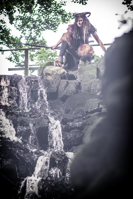 Steampunk-Faun am Wasserfall | Photo: Natascha Sonner | www.zeitunschaerfe.de