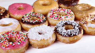 """<img src=""""donas.jpg"""" alt=""""las donas son una fuente de carbohidratos simples y pueden generar adicción al azúcar"""">"""