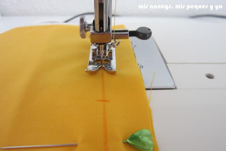 mis nancys, mis peques y yo, tutorial DIY funda de cojín sencilla con cremallera y volante, pespunte