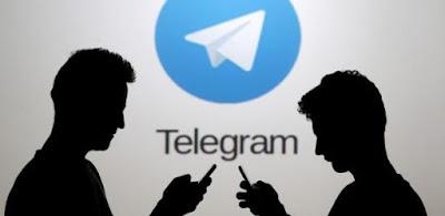 Dois usuários usando o telegram