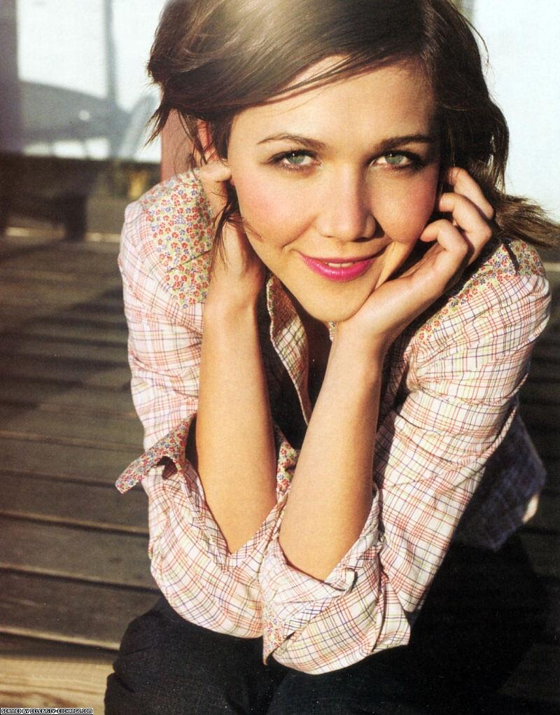 "miley cyrus eyebrows: Maggie Gyllenhaal (""The Dark Knight"")"