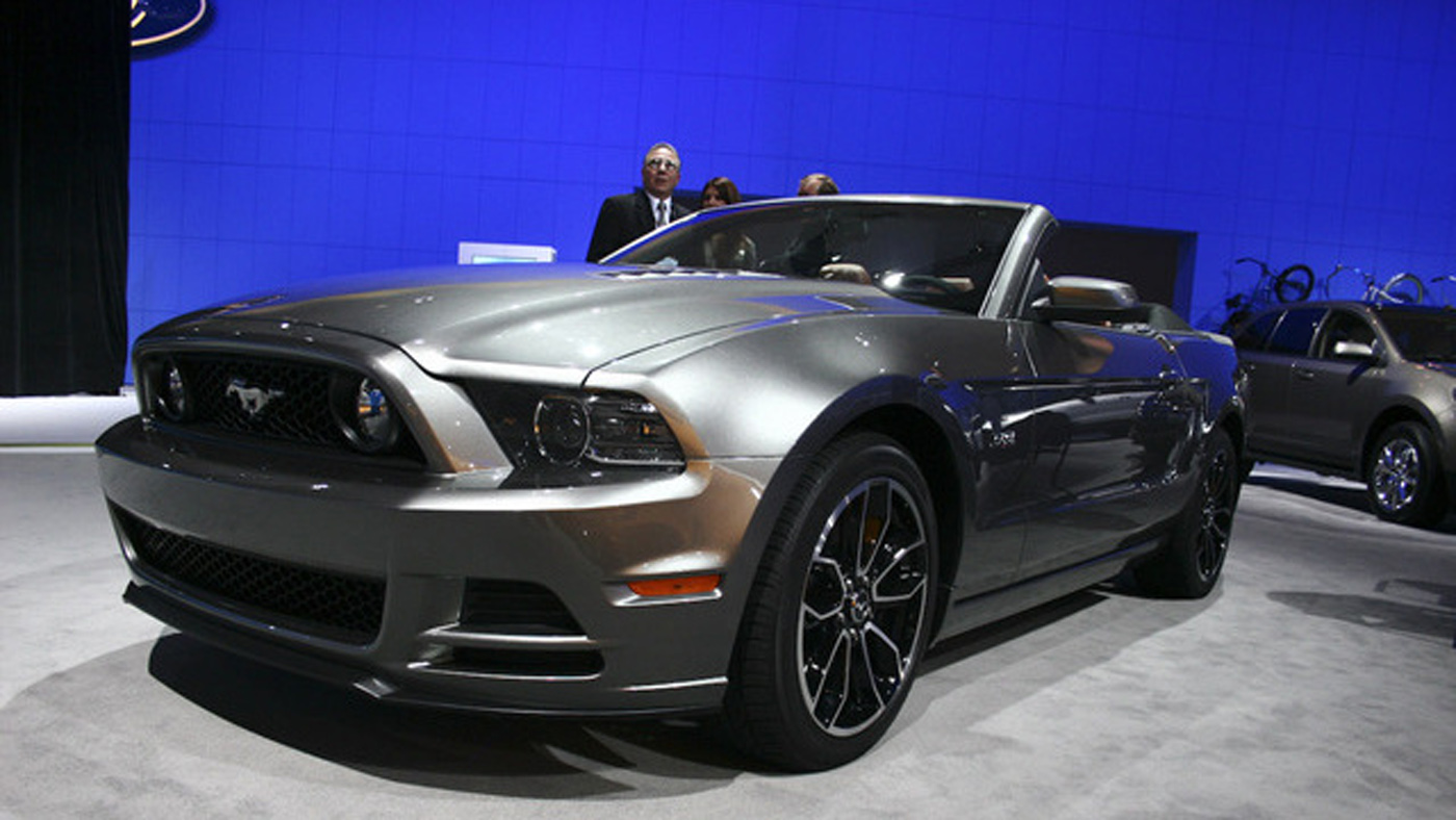 2013 ford mustang wallpapers car wallpapers. Black Bedroom Furniture Sets. Home Design Ideas