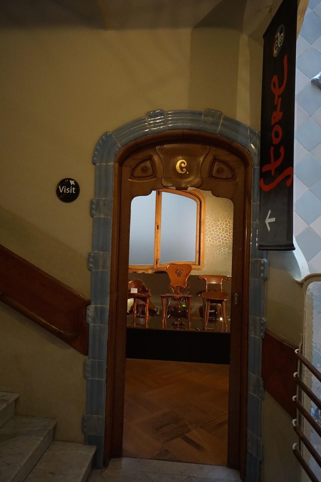 カサ・バトリョ(Casa Batlló) 展示室とお土産屋さんの入口