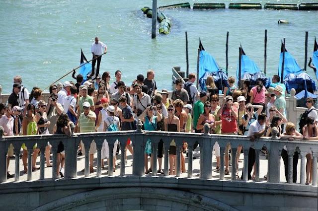 Turistas em Veneza