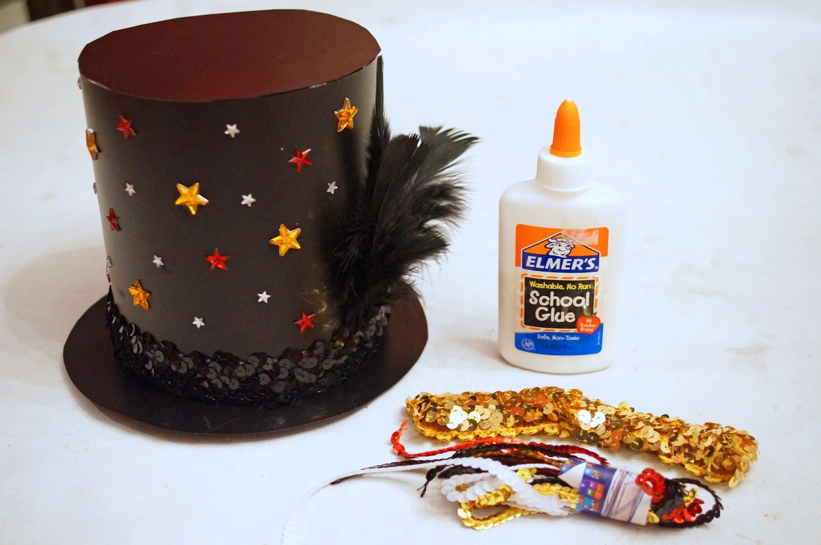 Click through to learn how to make this cute top hat at home!