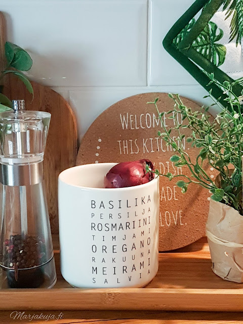 sisustus kahvi syksy kynttilä tunnelma olohuone kynttilänjalkja talja H&M keittiö