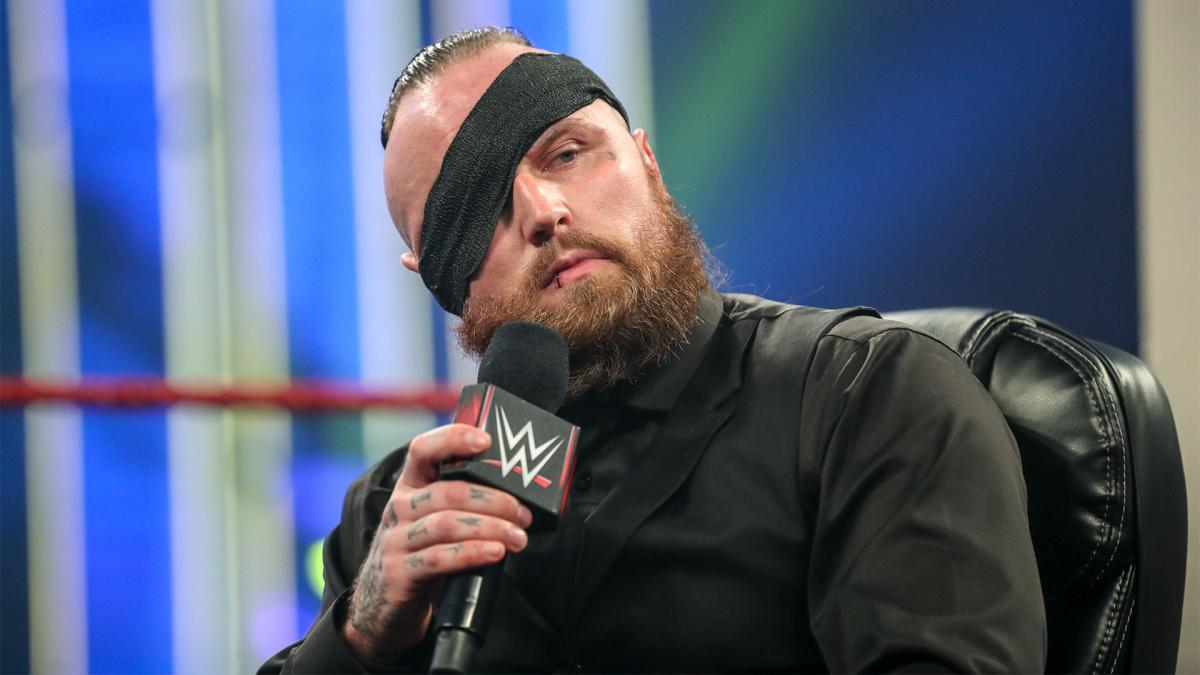 Fãs clamam por Aleister Black após o retorno de Zelina Vega a WWE