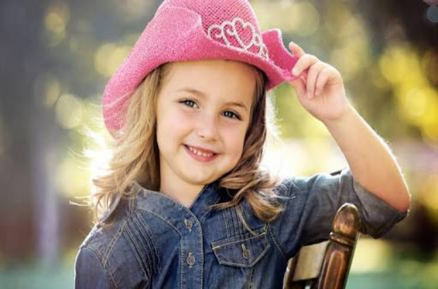 VERY CUTE LITTLE BABY GIRLS WALLPAPERS HD IMAGES
