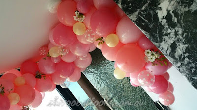 Organic Balloon Decor