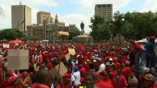 Miles de sudafricanos marchan para pedir renuncia del presidente