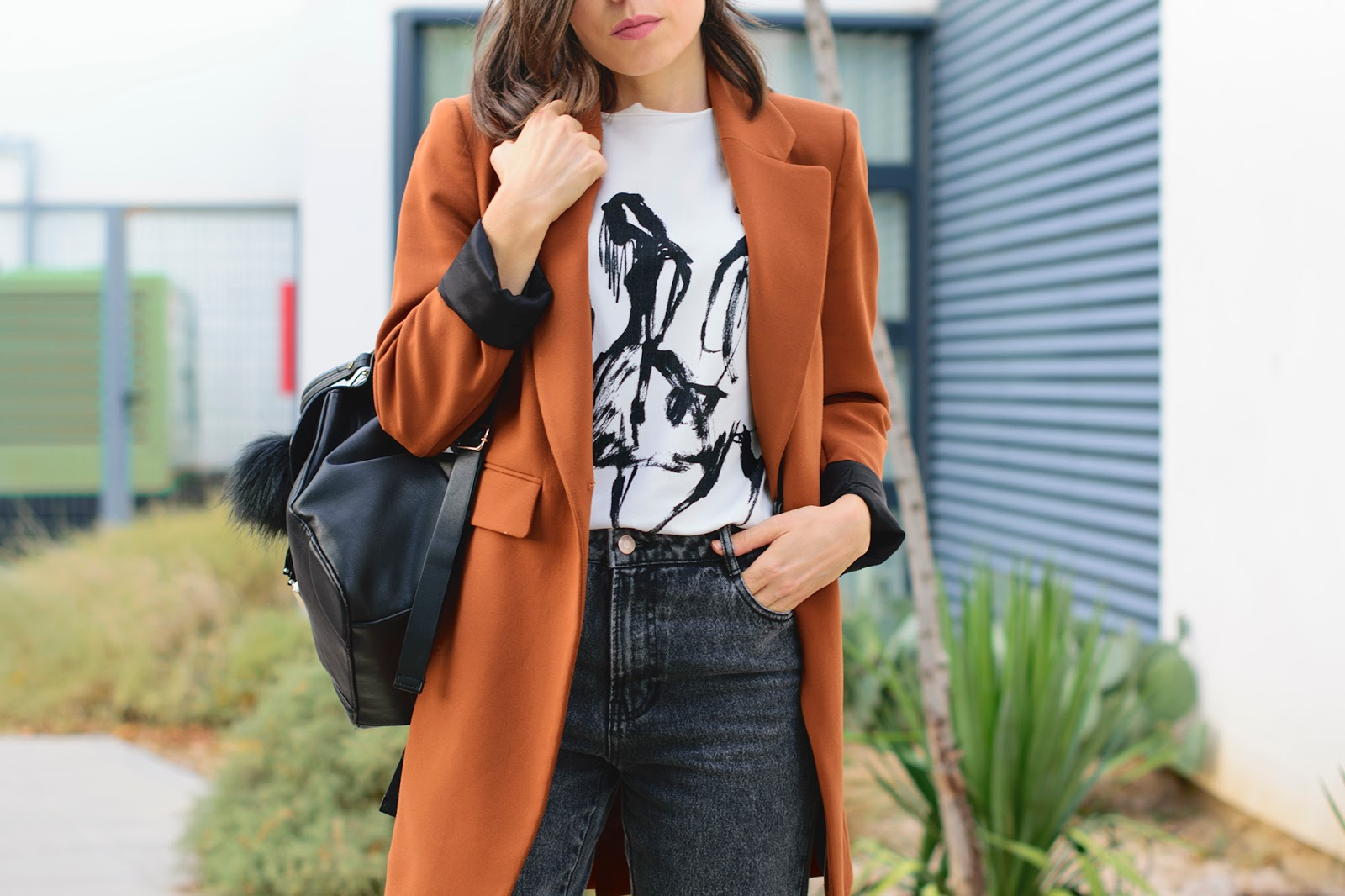 Look con mom jeans de Zara
