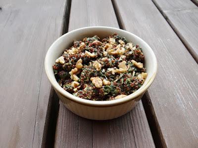 Komosa ryżowa ze szpinakiem i orzechami