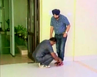 West Bengal, WB Minister Rachpal Singh, Security guard tying shoelace, policeman tying shoelace of WB minister,