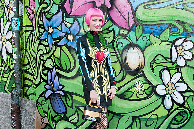 Sara is in Love with: Swiss influencer, pink hair, bodycon dress Laura Vita Nympha London neon dress going out look Tukadu tassel earrings fishnet tights party heart Moschino lock handbag H&M quirky fashion style