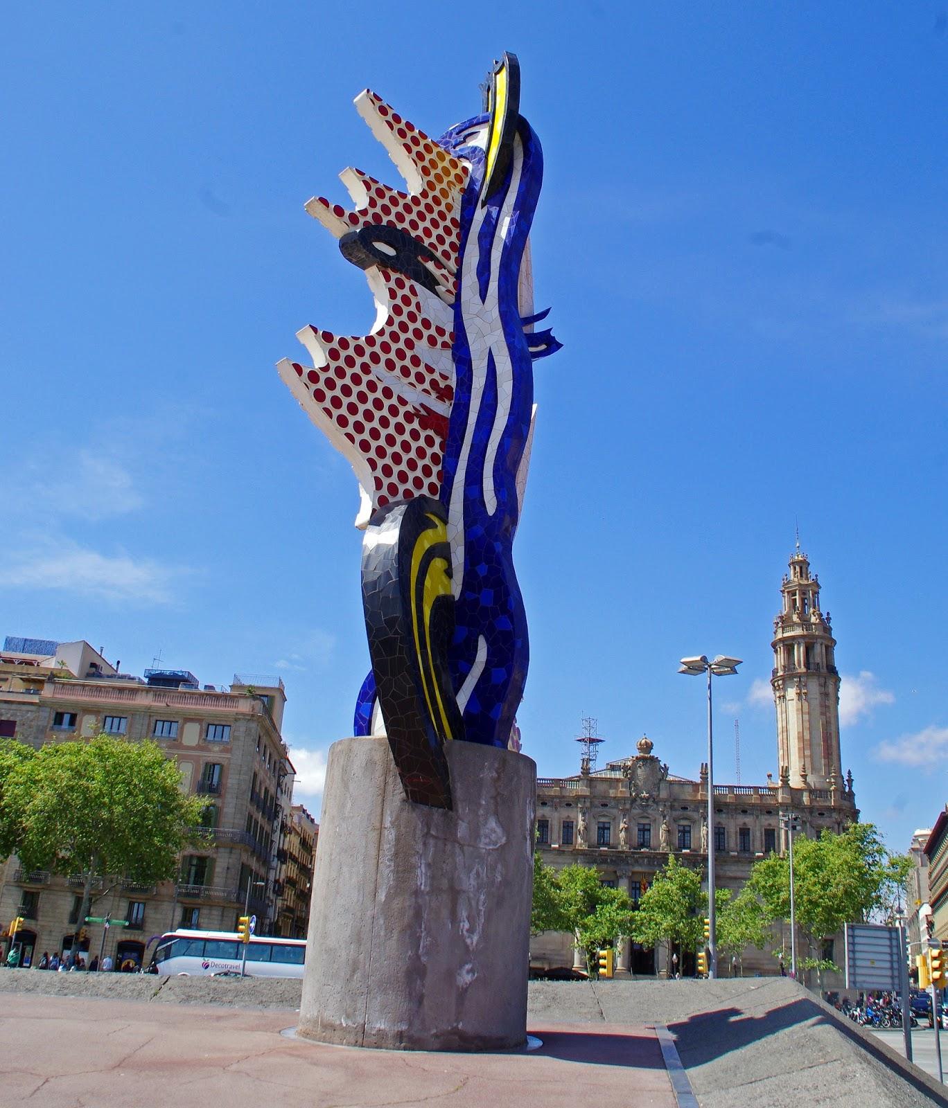 Mosaic statue in Barcelona