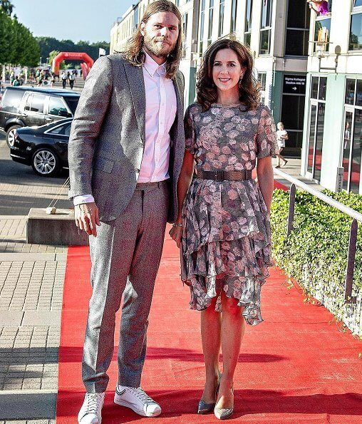 Crown Princess Mary wore Gianvito Rossi Gianvito Patent Leather Pumps and she carried Hugo Boss suede clutch bag. Handball player Mikkel Hansen