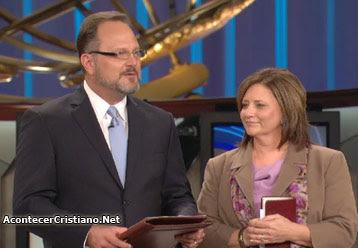 Marcos Witt y su esposa Mirian en la Iglesia Lakewood