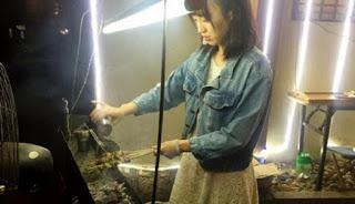 Ini Dia Si Cantik Tukang Sate yang Bikin Netizen Heboh