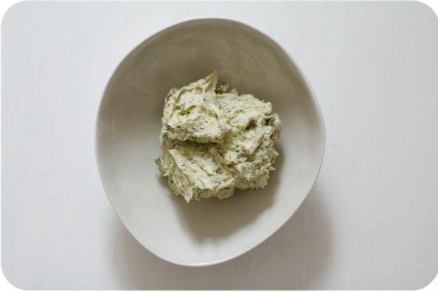 Weltbeste Kräuterbutter, Lammrücken. Eat this, MEGGLE! | Arthurs Tochter Kocht von Astrid Paul