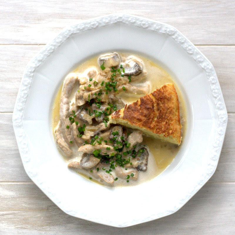 Bushcooks Kitchen Die Kuche Von Tim Malzer Kalbsrahmgeschnetzeltes Mit Herzhaftem Kartoffelkuchen
