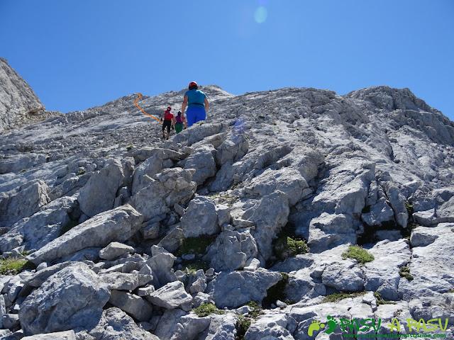 Ruta Pandebano - Refugio de Cabrones: Llegando a la cima de la Arenera II