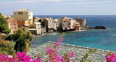 La Corse est une île et une collectivité territoriale française qui revendique la langue corse comme patrimoine culturel, située en mer Méditerranée. Quatrième île de Méditerranée par sa superficie, la Corse a fait partie durant près de quatre siècles de la République de Gênes avant de se déclarer indépendante le 30 janvier 1735 et d'adopter la première Constitution démocratique de l'histoire moderne (1755). Cédée par Gênes à la France le 15 mai 1768, elle est conquise militairement par le Royaume de France lors de la bataille de Ponte-Novo, le 9 mai 1769.