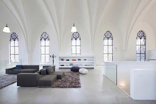 Окна из дерева в готическом стиле