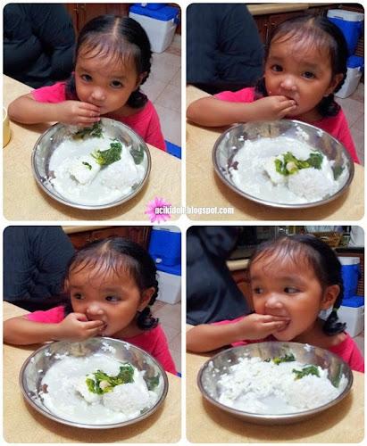 Belajar Makan Guna Tangan