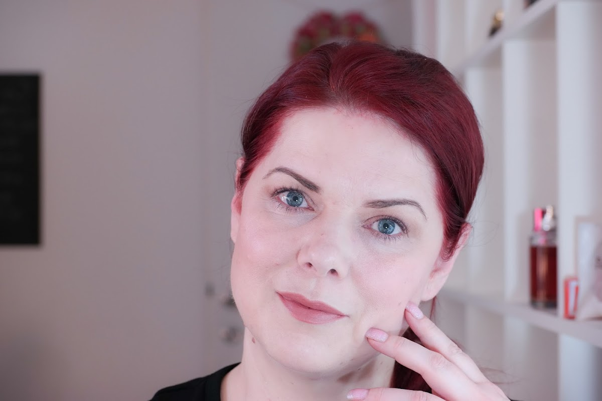 fertiger Look mit leichter Foundation