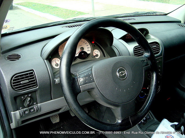 Chevrolet Corsa Sedan 2003 - interior