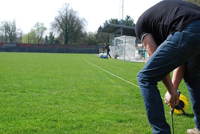 Lijnen uitzetten voetbalveld