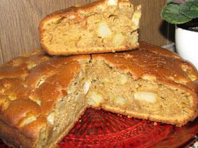 Medaus pyragas su kriaušėmis