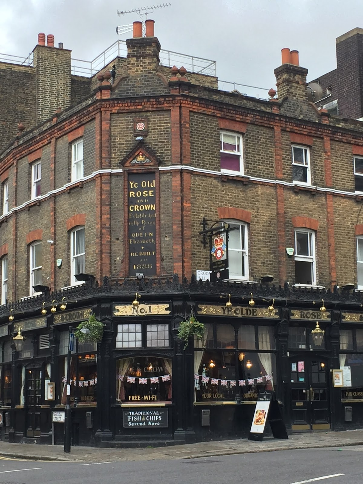 London Pubs: Mystery Playground: Mysterious London: Pubs