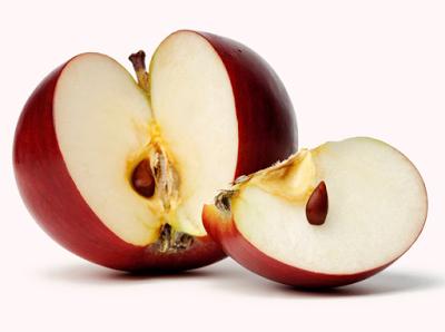 لن تصدق ماذا تفعل بذور التفاح في جسم الإنسان عند أكلها