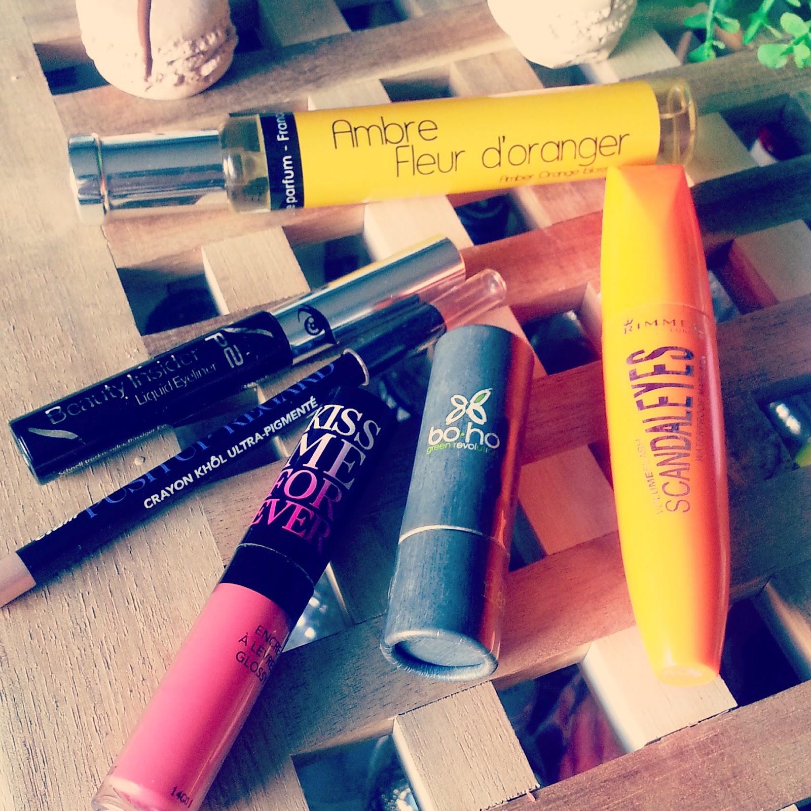6ee06471077a Je suis une grosse fan des encres à lèvres d Etam et notamment de celui ci,  le 1,2,3 Corail  ) ...  ...Mais aussi de leurs crayons pour les yeux!