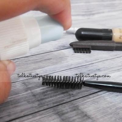 hairpsray disemprotkan ke spooile secukupnya