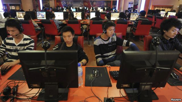 Người sử dụng internet tại một quán cà phê internet ở thành phố Hợp Phì, tỉnh An Huy, Trung Quốc.