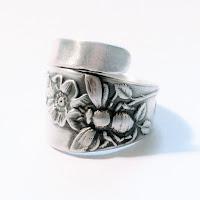 Bee spoon ring by Spoonier.