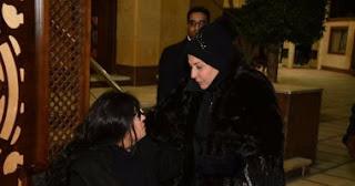 حفيدة فيفي عبده تفقد الوعي في عزاء والدها
