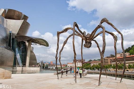 """El Guggenheim y la escultura """"mama"""" en Bilbao"""