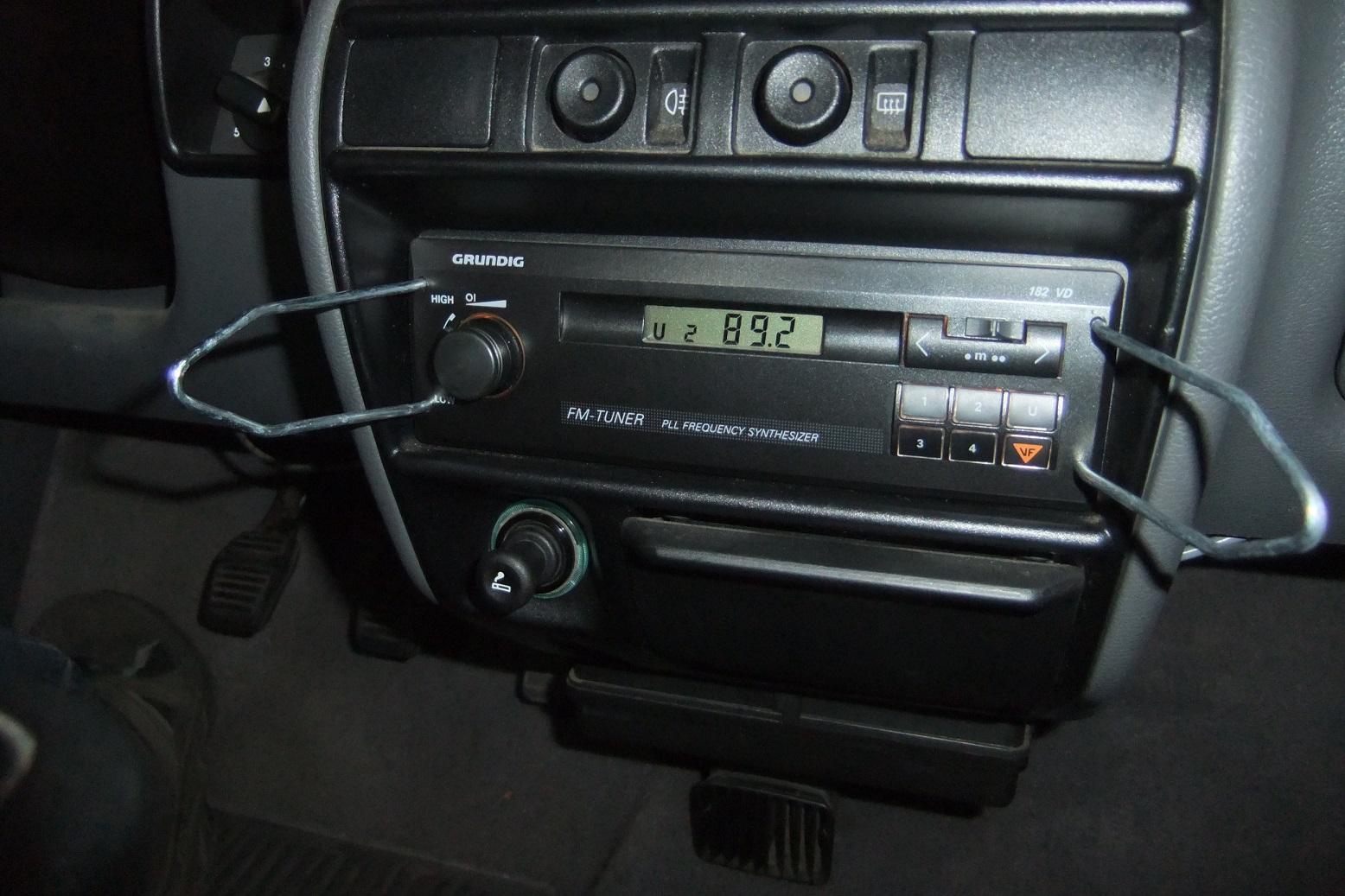 schlagzeilenk fer neues altes radio f r ein neues altes auto. Black Bedroom Furniture Sets. Home Design Ideas
