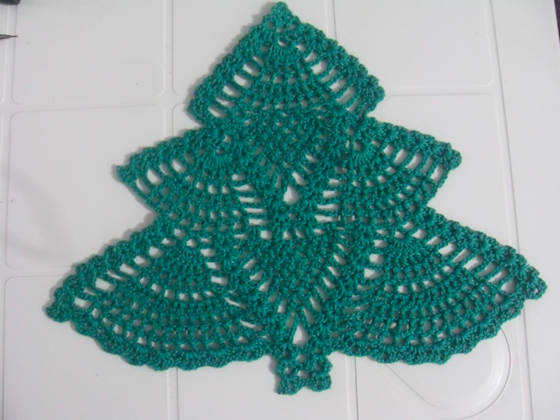 Free Crochet Patterns For Xmas Trees : Crochet christmas + Video Tutorial