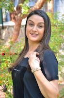 Tamil Actress Sonia Agarwal Pos in Denim Jeans at Unnaal Ennaal Movie Shooting Spot  0001.jpg