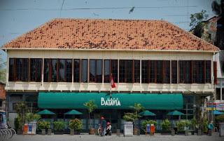 http://www.teluklove.com/2017/04/pesona-keindahan-wisata-gedung-cafe.html
