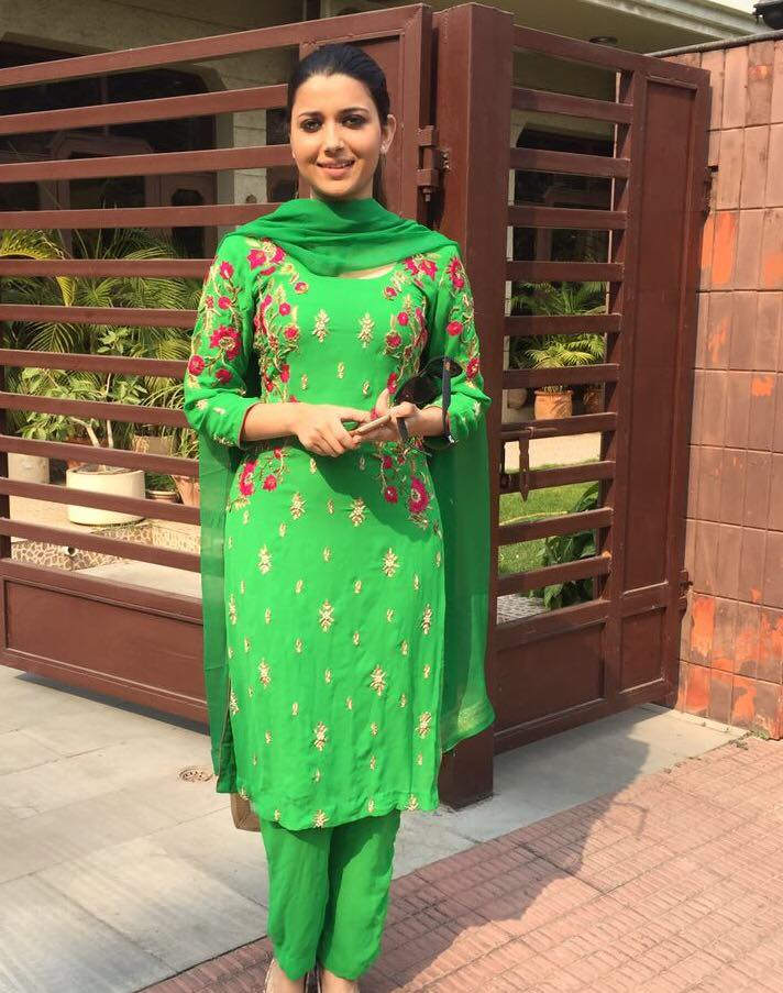 Nimrat Khaira Sexy Hd Pictures And Wallpapers - Oh Puhlease-8691