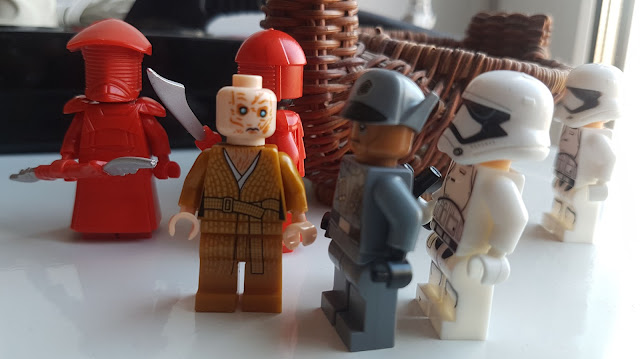 Red guards, Snokeб officer and stormtroopers