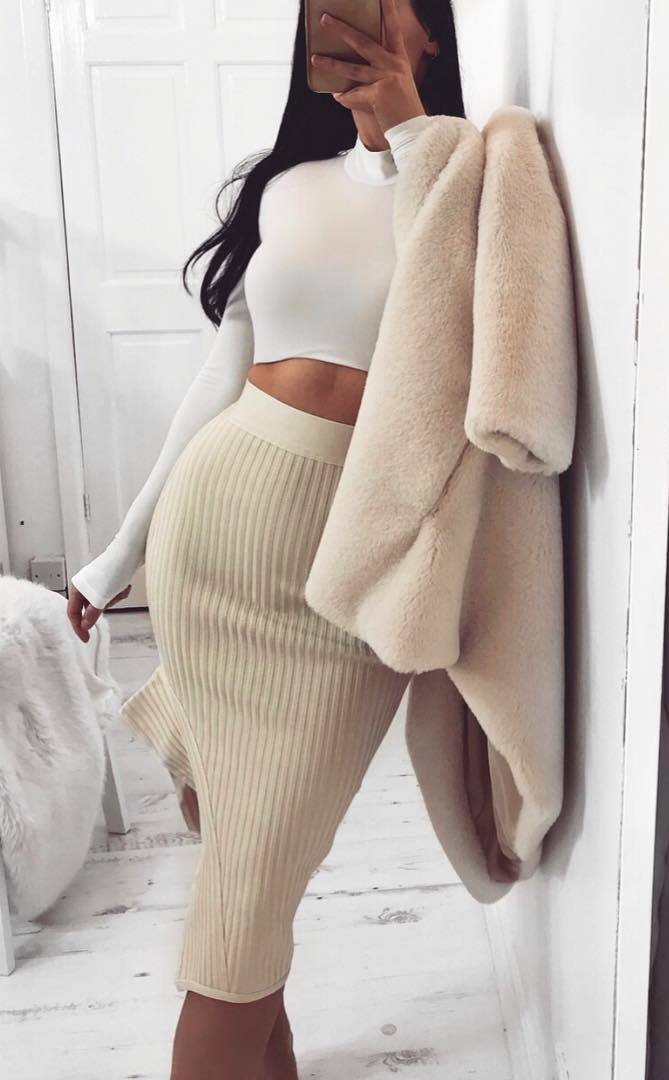 beautiful fall outfit idea / white crop top + fur coat + high waist skirt