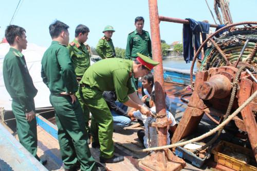 4 thuyền viên bị chủ tàu ở Quảng Ngãi trói bằng xích sắt