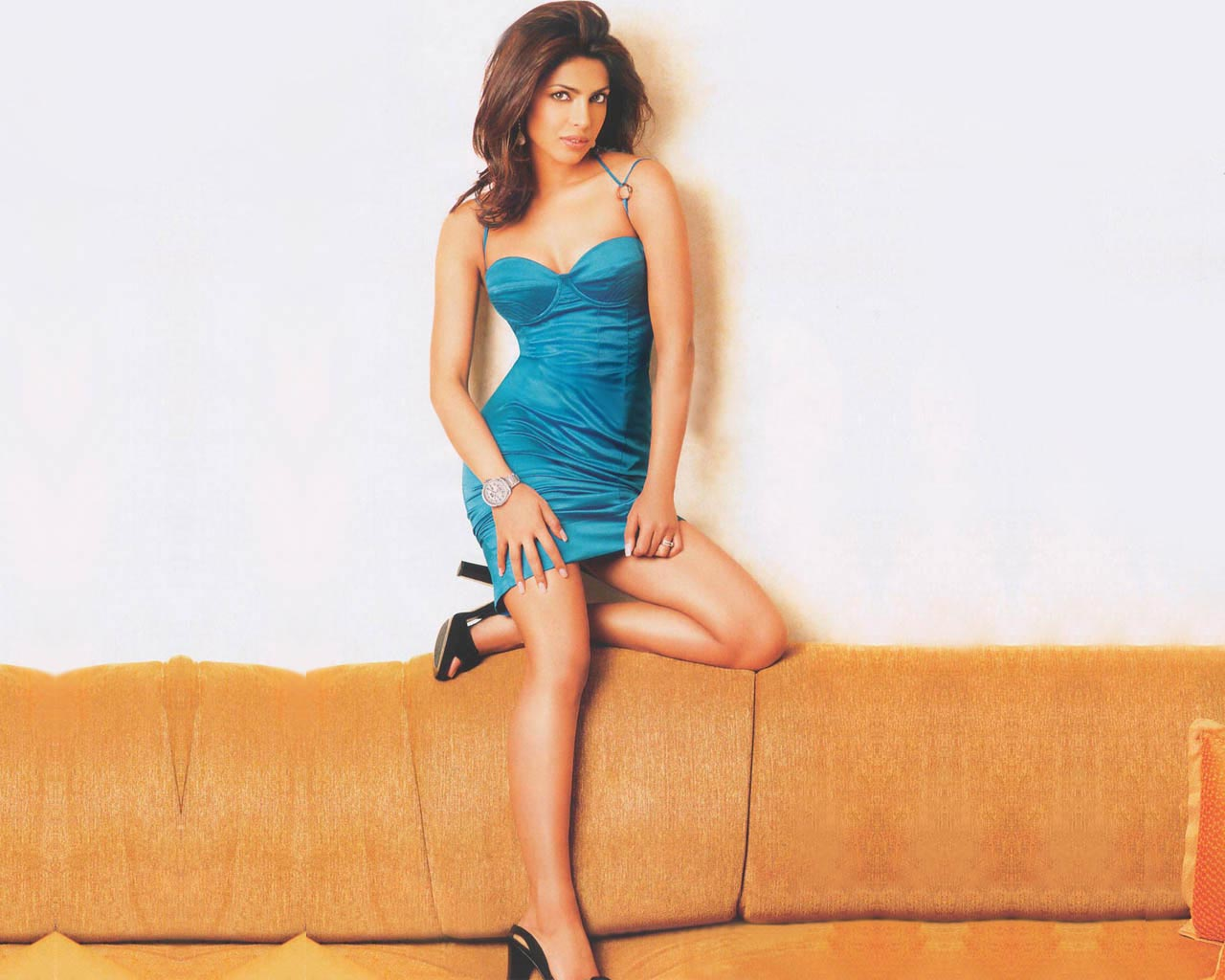 WALLPAPERS WORLD : Priyanka chopra
